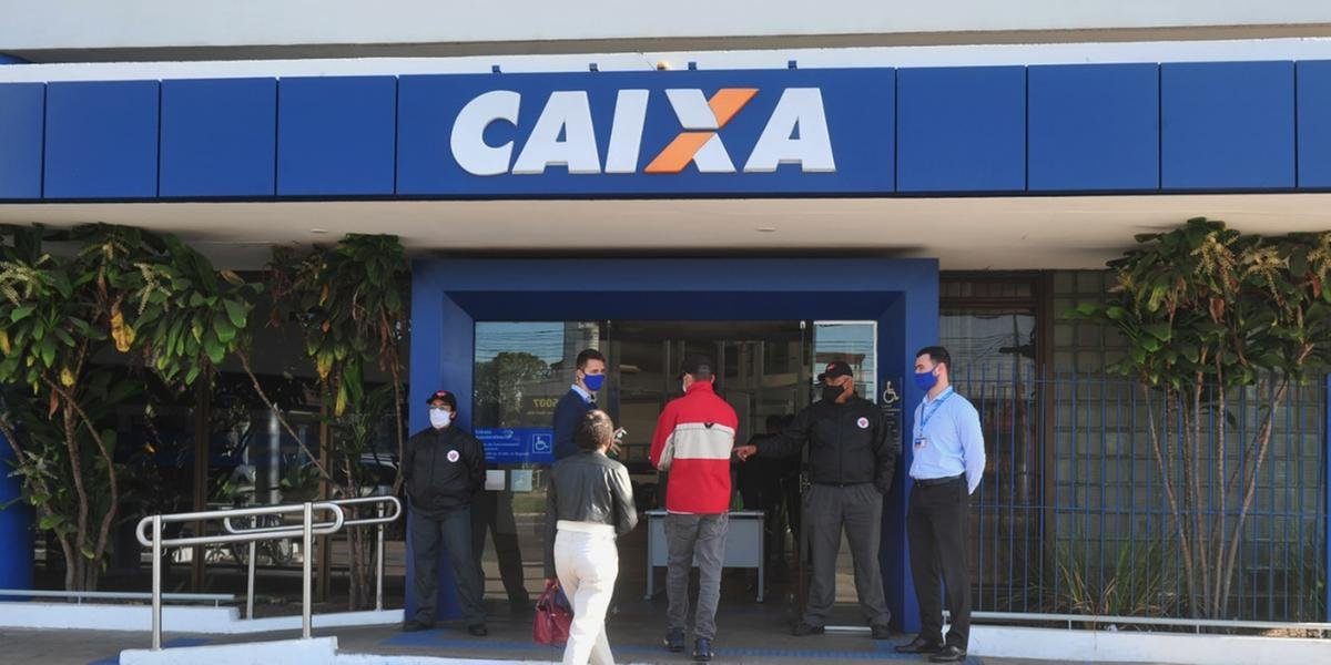Agências da Caixa abriram neste sábado em Porto Alegre