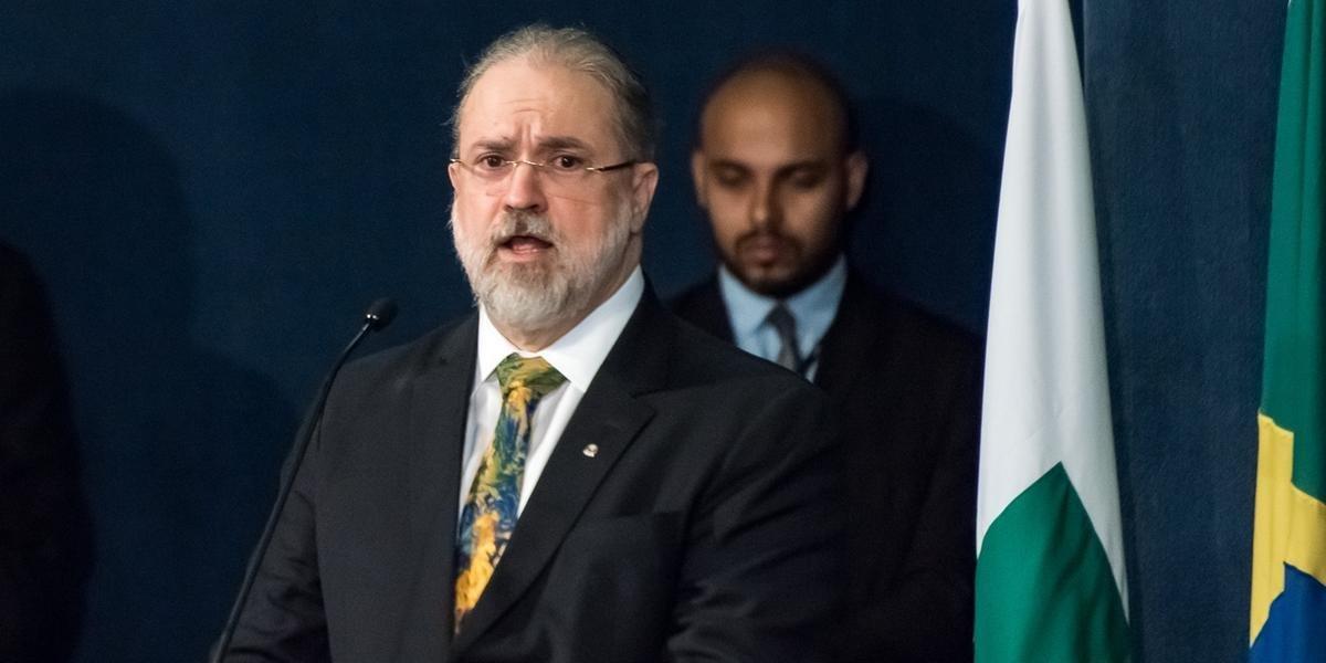 O depoimento de Bolsonaro depende de autorização do relator do inquérito, ministro Celso de Mello