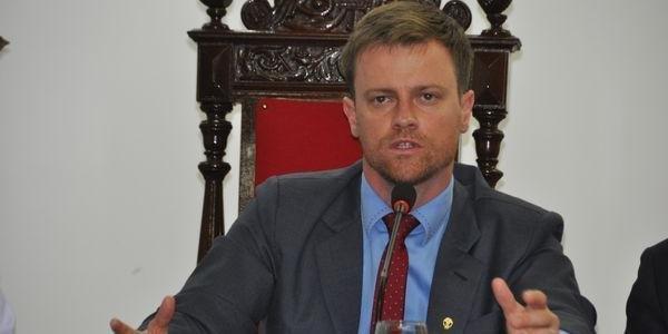 Prefeito garantiu que não irá seguir determinação do governo do Estado