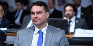 Negociações avançaram diante da fragilidade do governo e dos problemas enfrentados por Flávio