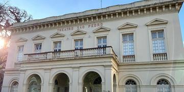 Símbolo da cultura gaúcha, o Theatro São Pedro foi fundado em 1858