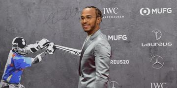 Lewis Hamilton reforçou a liderança ao combater racismo e homofobia