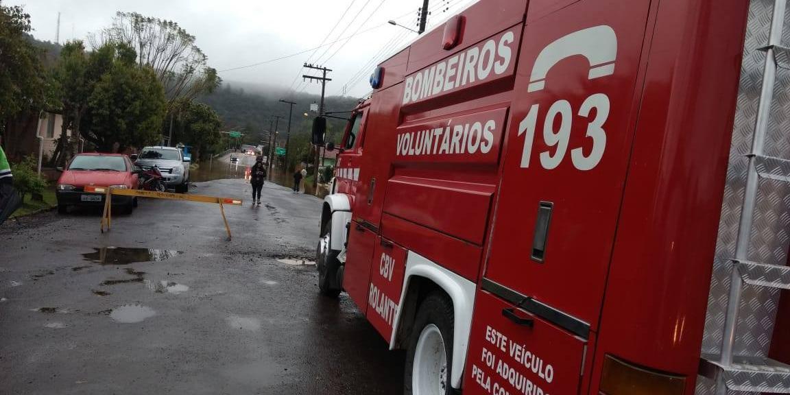 Conforme os bombeiros, já foi contabilizado até o momento 100 milímetros de chuva na cidade
