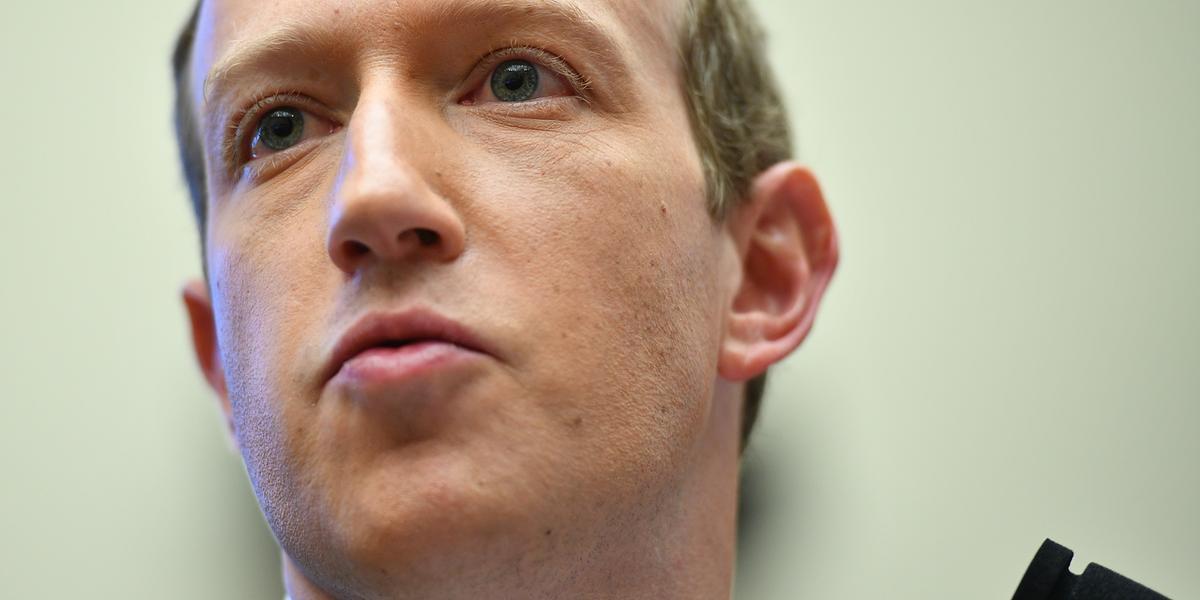 CEO do Facebook, Mark Zuckerberg, e a diretora de Operações da empresa, Sheryl Sandberg, devem discutir o assunto com os líderes da campanha #StopHateForProfit