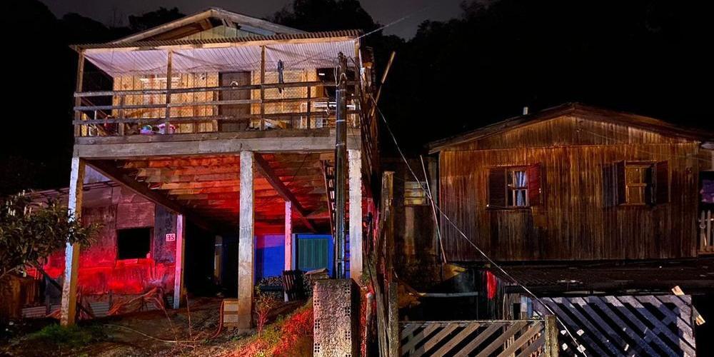 Devido fortes chuvas, casa onde estava o homem desabou na noite dessa terça-feira