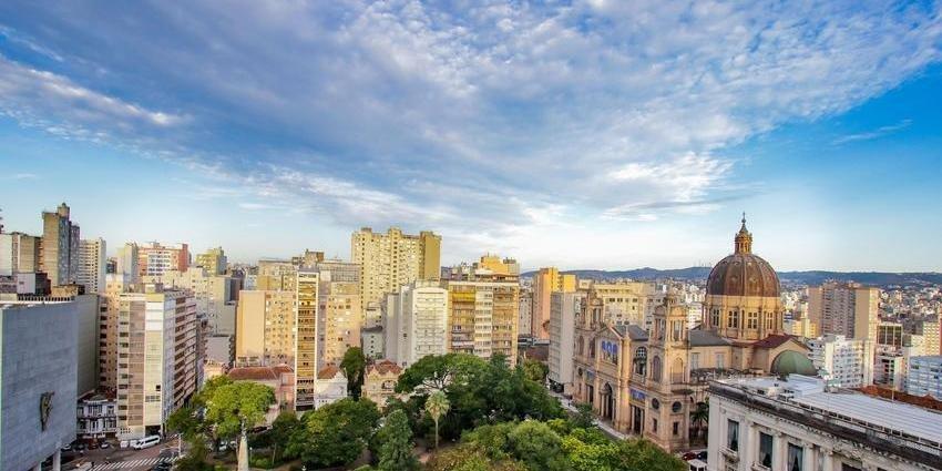 Nesta sábado, sol e tempo claro em Porto Alegre