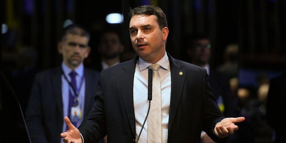 Flávio Bolsonaro vai depor na segunda-feira sobre acusação de vazamento