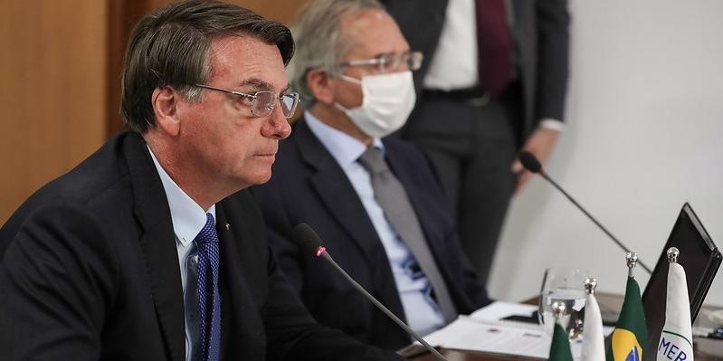 Alvo de 48 pedidos de impeachment, Bolsonaro diz que votos valerão até 2022