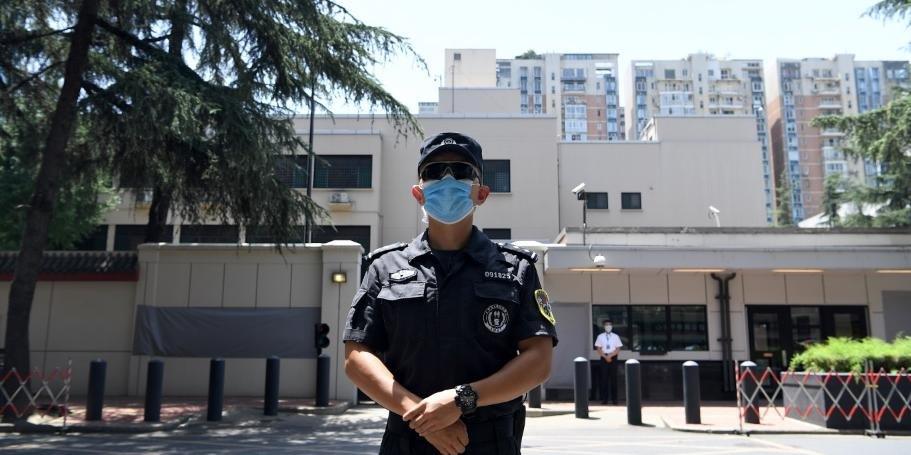China entra no consulado dos EUA em Chengdu após saída de americanos