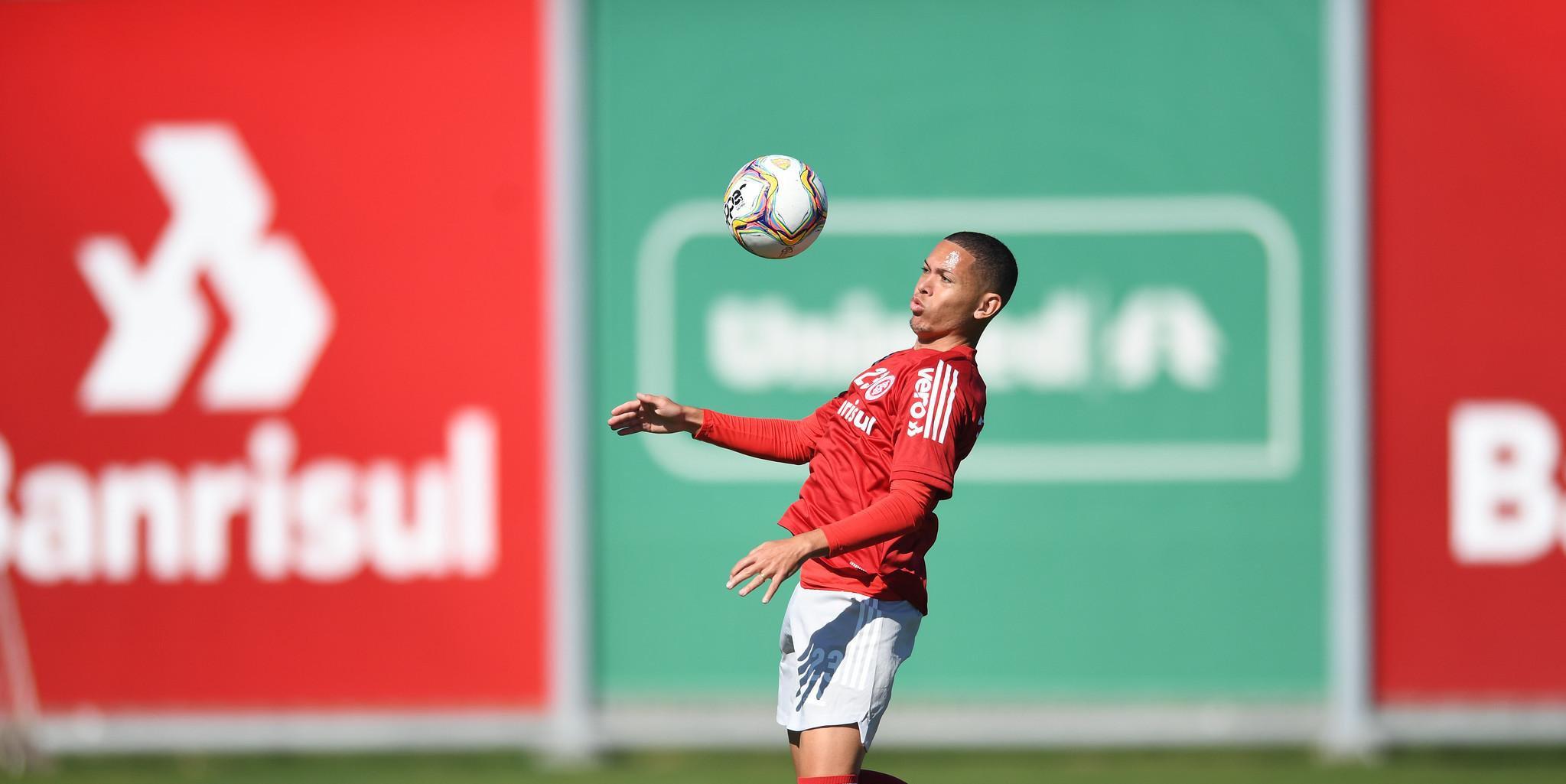Marcos Guilherme comemorou volta do Inter ao Beira-Rio