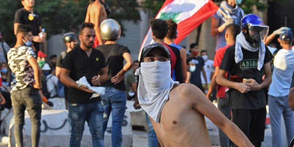 País enfrenta protestos após explosão que destruiu parte de Beirute