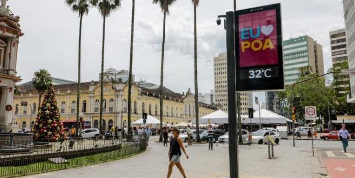 Porto Alegre tem primeiro relógio digital instalado