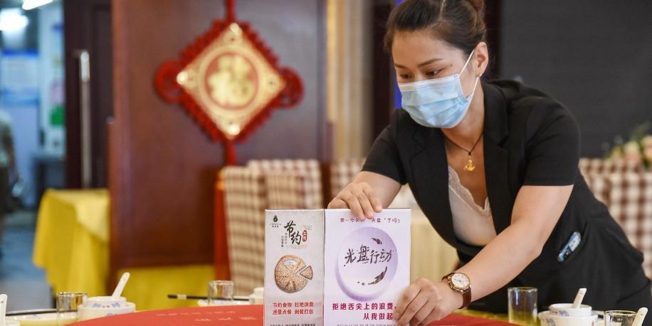 China promove austeridade culinária para combater o desperdício de alimentos