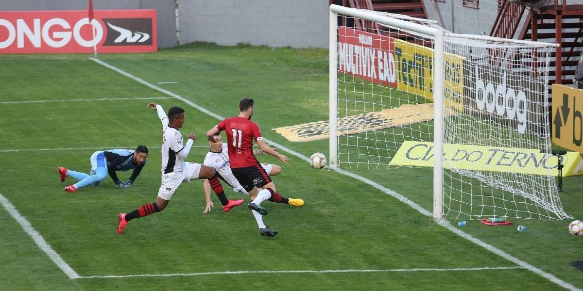 Brasil de Pelotas vacila no final e sofre empate do Oeste na Série B