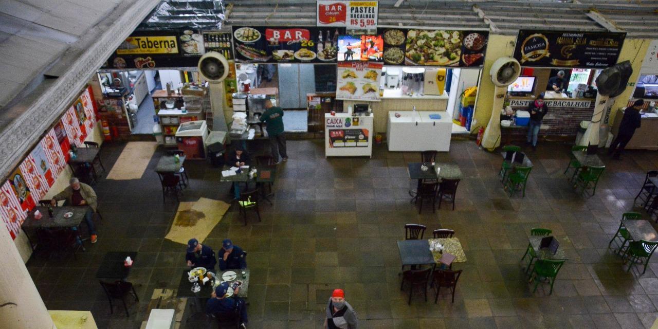 Bares e restaurantes poderão atender o público de segunda e sexta-feira, das 11h às 17h