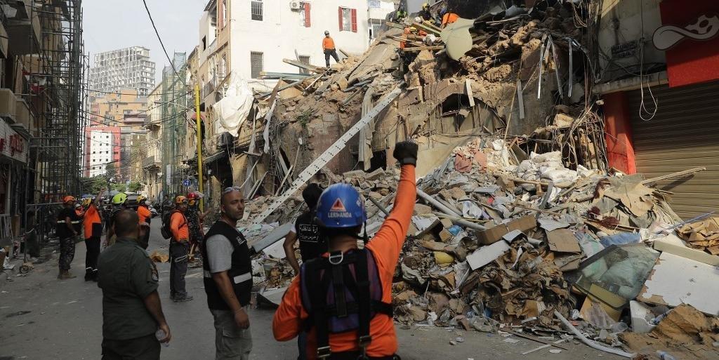 Equipes buscam sobreviventes nos escombros no Líbano