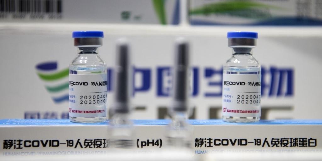 Vacinas foram expostas nesta segunda-feira em feira comercial em Pequim