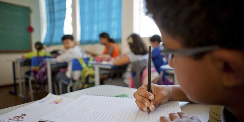 Educação infantil deve ser o primeiro nível a retornas às escolas, seguido do terceiro ano do ensino médio