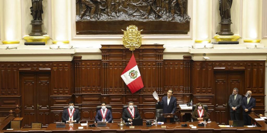 Martín Vizcarra foi salvo nesta sexta-feira de ser destituído pelo Congresso