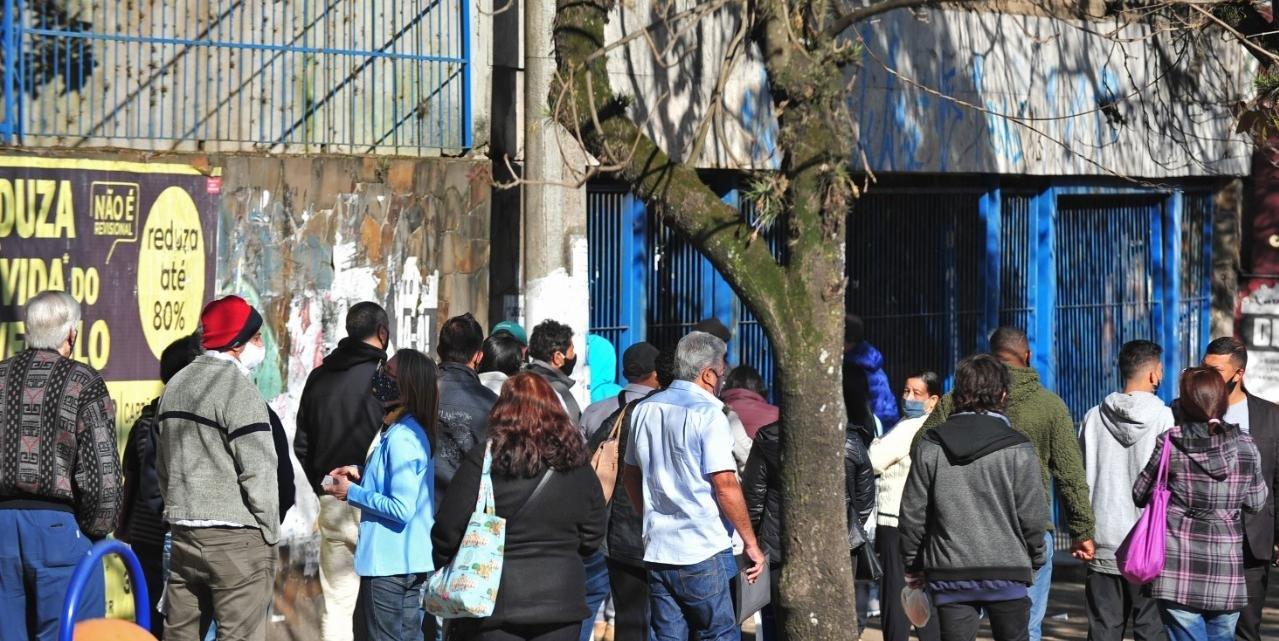 Ontem, 421 peritos médicos compareceram às agências do órgão para atender a população