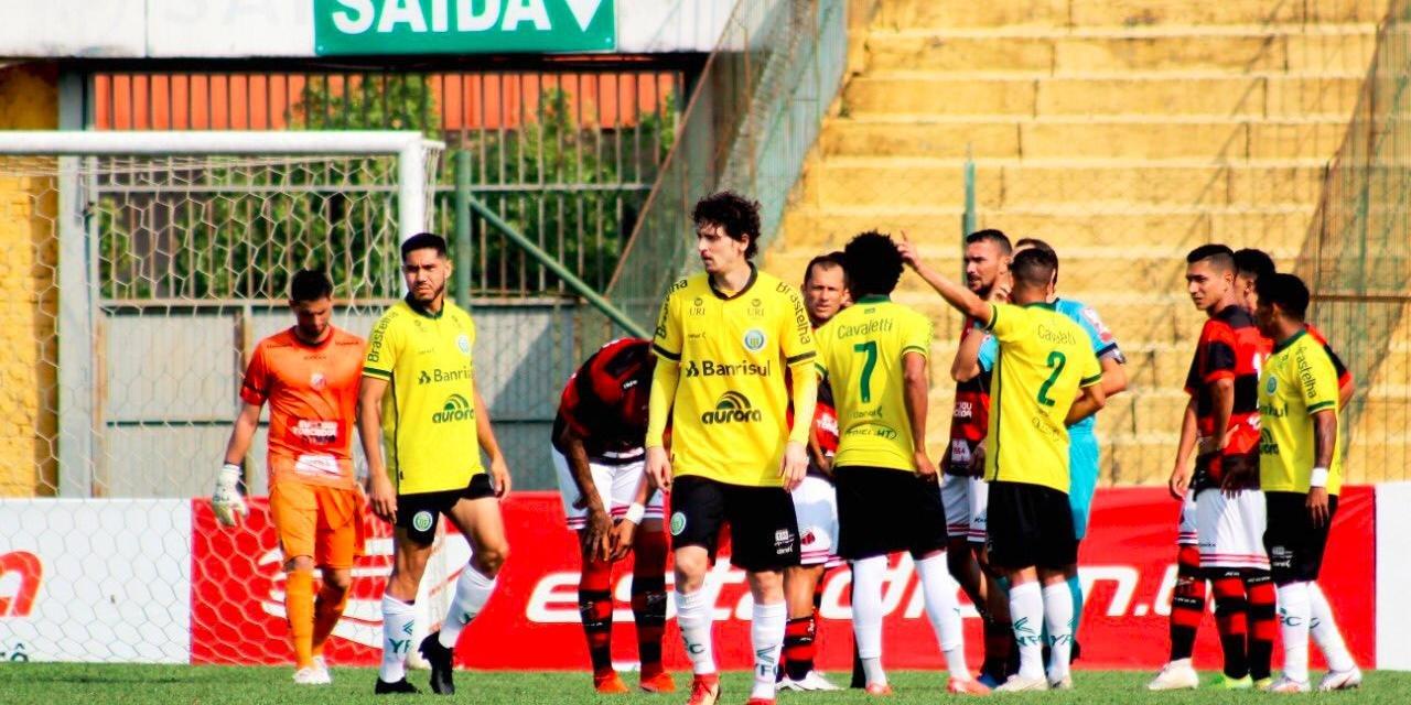 O herói do dia foi o atacante Fernandinho, autor dos dois gols do time gaúcho na partida