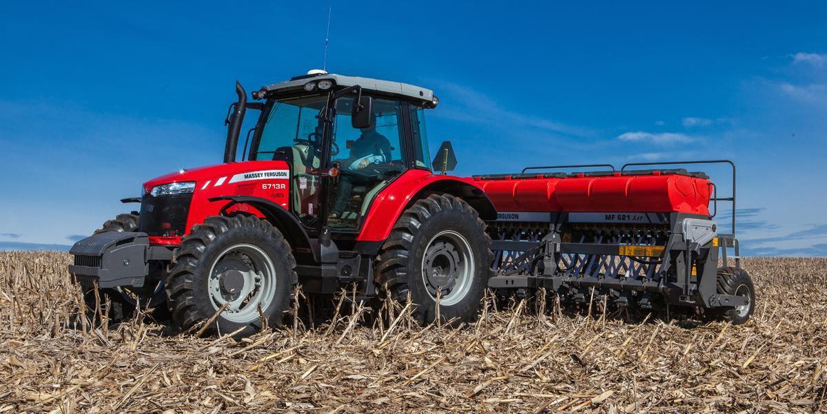 O trator é uma máquina utilizada para mecanizar tarefas agrícolas, como o plantio direto