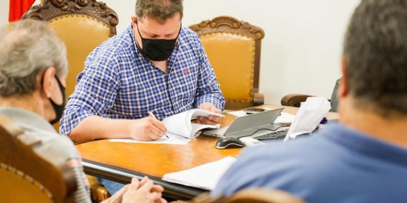 Secretário Covatti Filho assinou contrato com empresa Oceanic para recrutamento de 150 auxiliares administrativos
