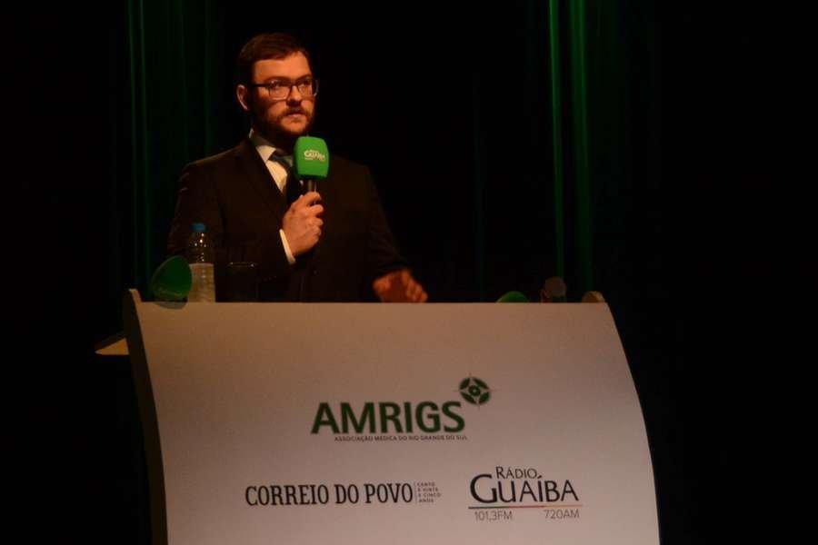Gerente-geral da Rádio Guaíba, Guilherme Baumhardt, fez a mediação do debate