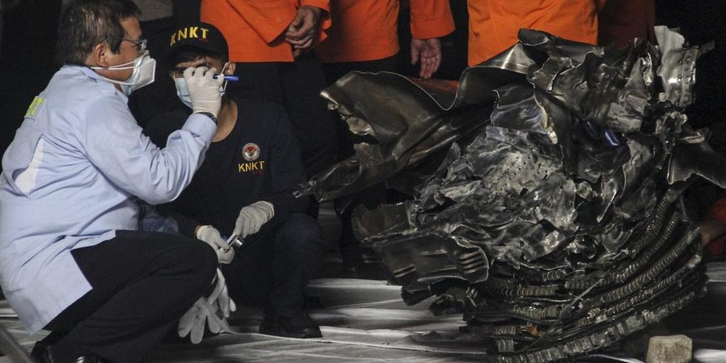 Equipes encontraram partes da aeronave no mar