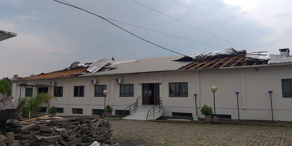 Temporal destelhou centenas de imóveis na Serra