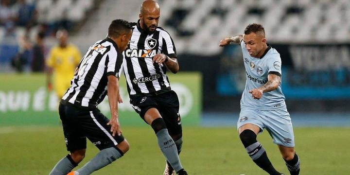 3ab76b7bac Grêmio desperdiça pênalti e perde para o Botafogo no Rio