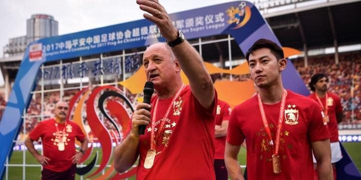Felipão se despede dos torcedores do Guangzhou Evergrande