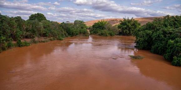 Desastre de Mariana degradou qualidade da água no rio Doce