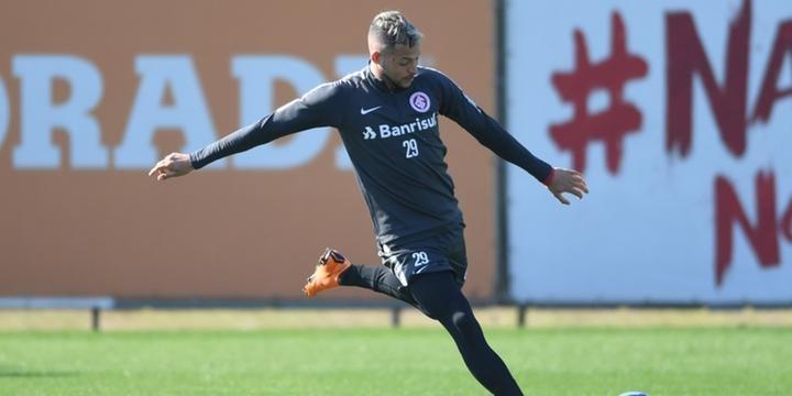 Nico destaca importância de Rodrigo Caetano em crescimento e sonha com seleção  uruguaia 43f7dd97ff634