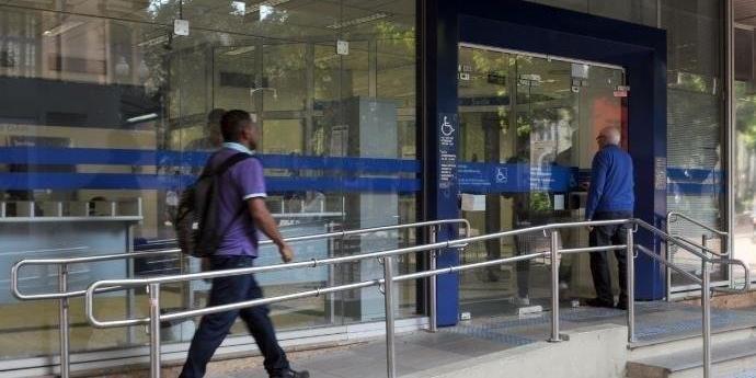 Bancos E Lotéricas Fecham Mas Supermercados Abrem
